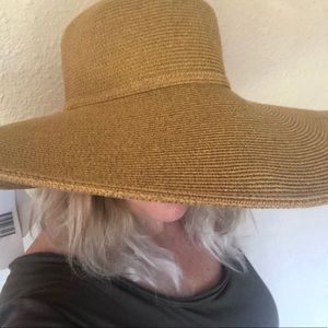 Jeanne Simmons Packable & Crushable Sun Hat.